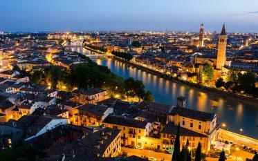 Verona, la sera di un nuovo debutto